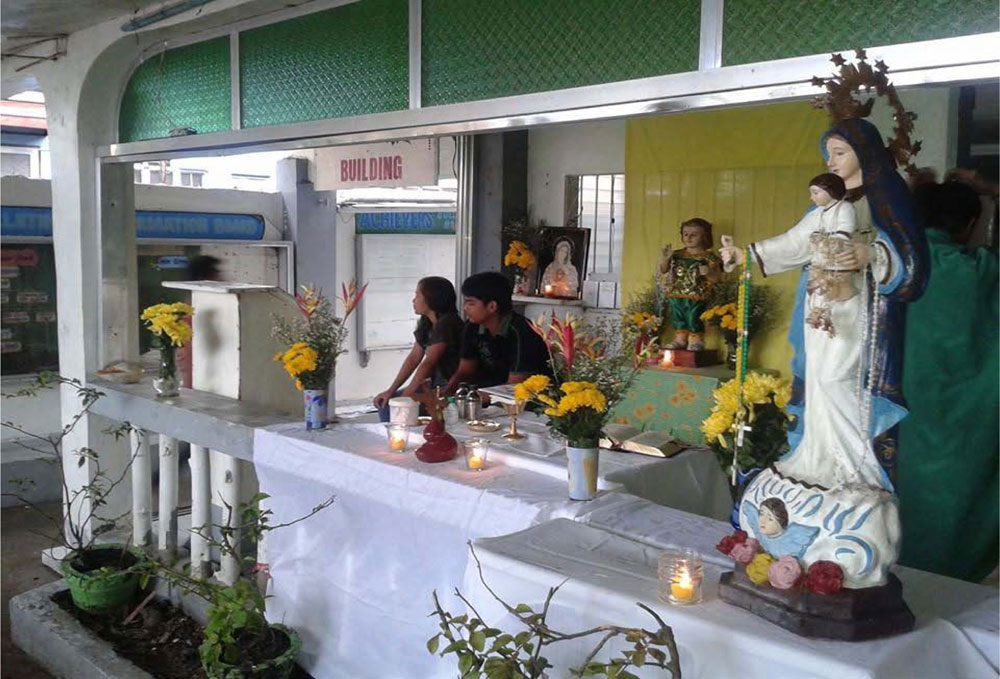 First mass celebrated in our school this January 2014, in honor of Nuestra Senora de Salvacion and for the souls of the departed.